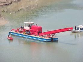 带侧向推进器库区水面垃圾打捞船