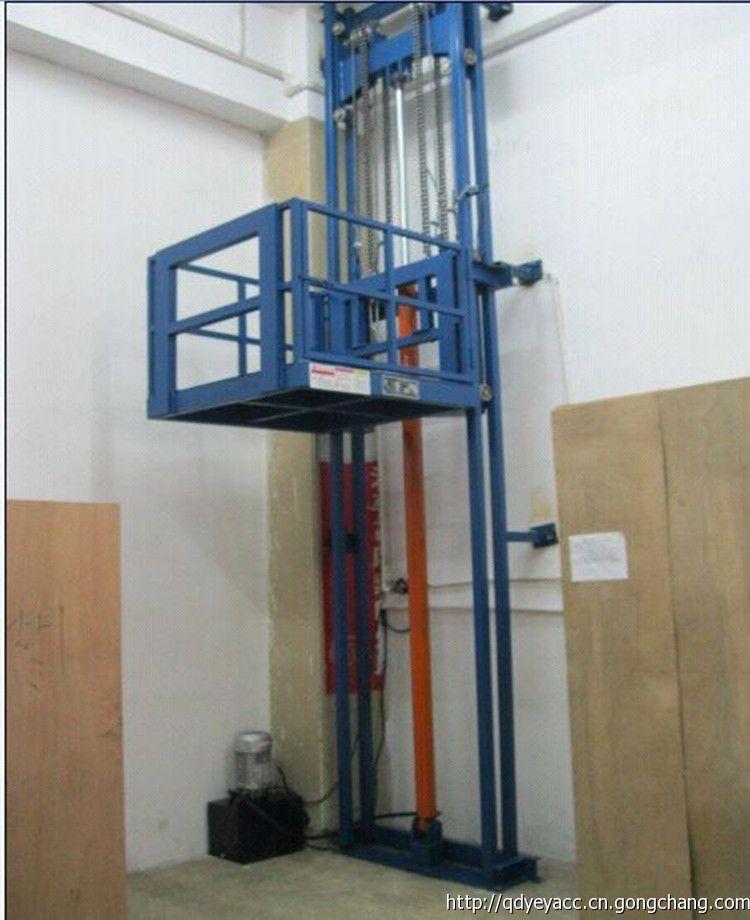 液压导轨式升降货梯是用于货物升降的液压升降机械设备,采用液压油缸作为主要动力,通过重型链条和钢丝绳传动,保证机器运行的绝对安全。无需地坑和机房,特别适合于有地下室、仓库改造、新建货架等,具有安装维修方便、美观、安全、操作方便。具体根据现场的实际环境生产. 简介导轨式升升降货梯是一种非剪叉式液压升降机械设备.