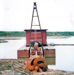 挖泥船挖泥机械