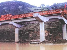 雄峰100J型架桥机施工