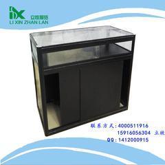 制作美观耐用的玻璃折叠展柜一直深受客户喜爱