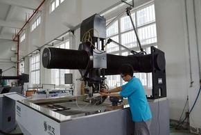 五轴联动水刀切割机填补了国内水刀领域空白