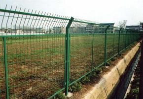 武汉高速公路护栏网 工厂防护栏 车间隔离栅 围墙网 小区围网 球场围栏