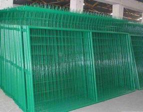 贵州场地护栏网、镀塑隔离边框护栏网