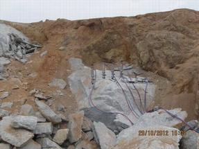 矿山石料最佳开采设备-岩都牌液压劈裂机