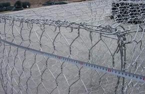 石笼网箱又称石笼网垫具有抗洪的作用