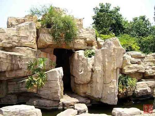 甸山太湖石,又称西太湖石,产于甘肃省成县红川镇甸山地区.该石质图片