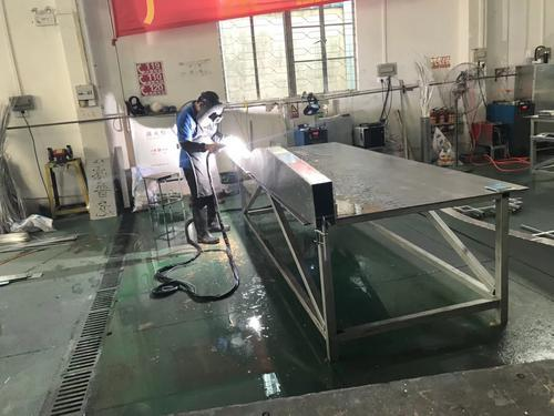 商场工程装饰弧形/波浪铝合金天花吊顶厂家