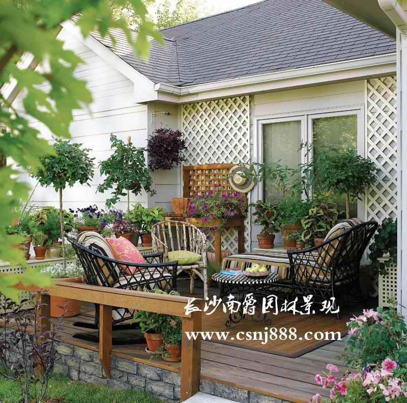 屋顶花园景观小品的增减和改造; 3,承接防腐木工程设计与施工(休憩亭
