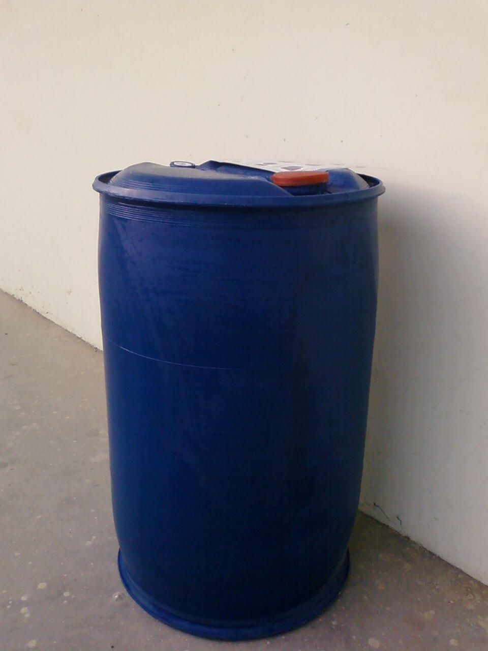100升塑料桶、100L塑料桶可以出口,有出口证。山东新利塑料桶有限公司是华北最大的大中型塑料容器塑料桶生产企业,山东省科委认定的高新技术企业,山东省出口包装容器塑料桶定点生产企业。公司年生产塑料桶能力6000吨,各类专业技术人员67人。主要塑料桶生产设备有日本、德国、意大利引进。生产设备先进,技术力量雄厚。1998年被列为全国塑料行业百强企业,是ISO9002国际质量体系认证企业。 公司生产1升塑料桶2.