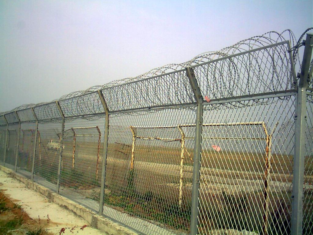 公路护栏网,框架护栏网,高速公路护栏网,铁路护栏网厂