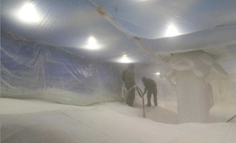 聚脲涂料喷涂施工万达广场亲子乐园雪山场景