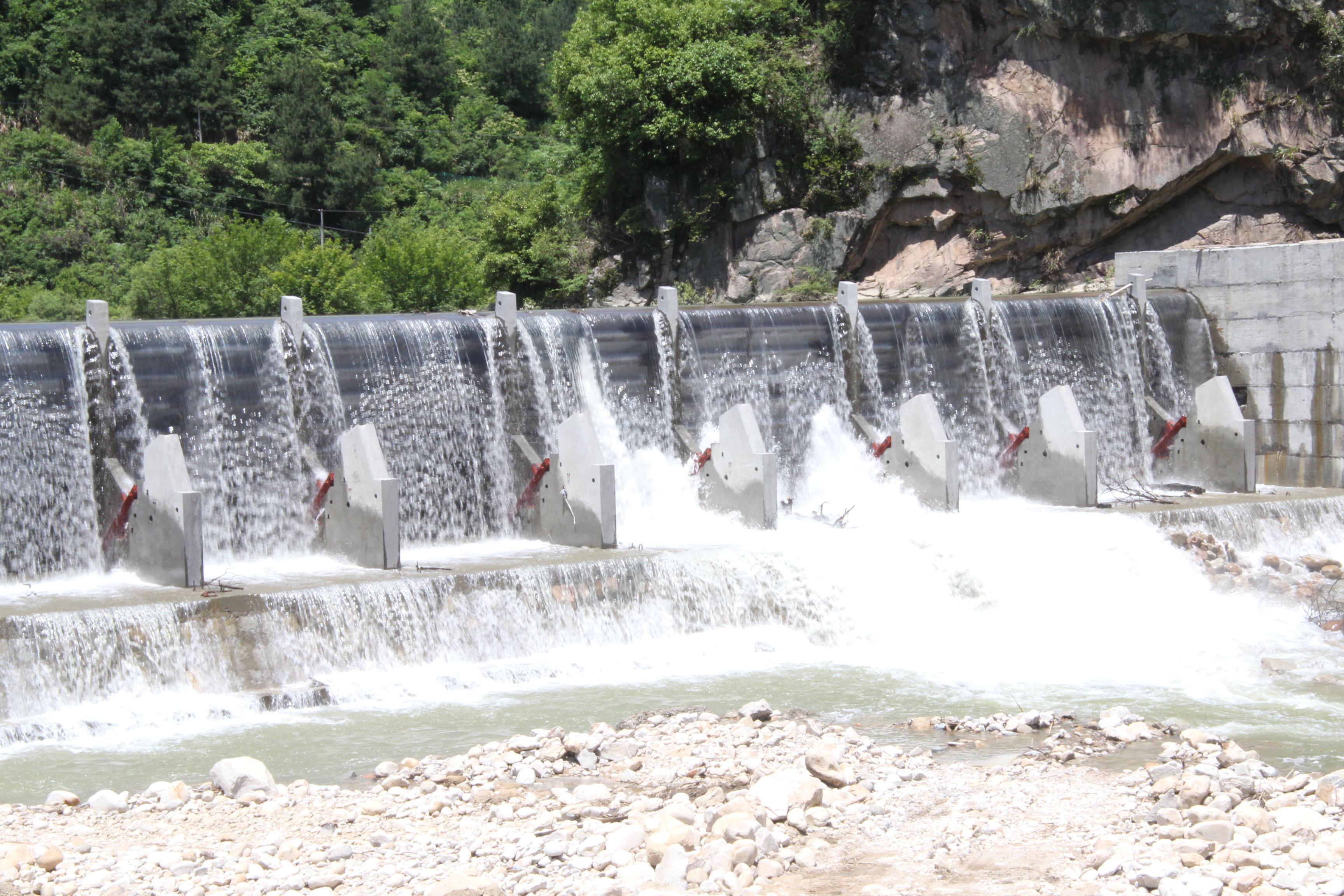 岳西县彩虹瀑布旅游公司倾斜式闸门