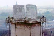 人工拆除报废烟囱