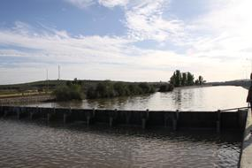 內蒙古興和縣傾斜式水力自控翻板閘門