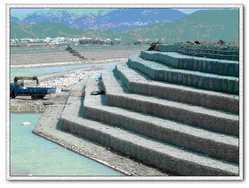 石笼网、五拧铅丝石笼、加筋格宾网、河道防护网、防汛网、安平石笼网厂