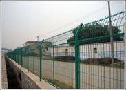 供应高速公路护栏网,护栏网厂家