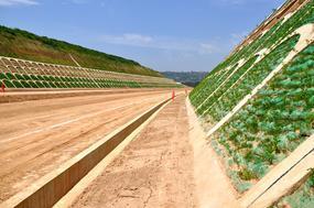 东吴定制生态袋,矿山修复挂坡生态袋,护坡袋