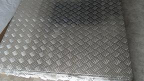 云洛现货供应5052防滑花纹五条筋铝板可加工剪板打孔