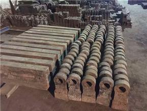 巩义东辰专业铸造各种型号破碎机耐磨配件