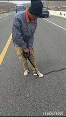 江苏泰州路面贴缝带引领道路裂缝修补潮流