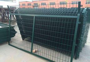 8203;角钢栅栏 专注高速铁路高架桥工程护栏网