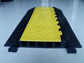 供应五槽PVC过线槽