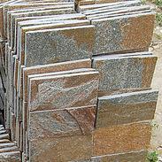 锈色石英蘑菇石墙石