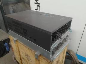 变频器1台;二手,售价8000元,完好少用。