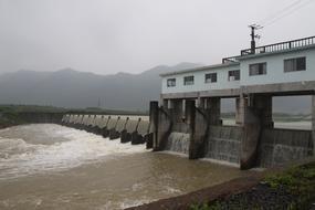 水力自控翻板�l�T