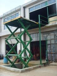 供应天津固定式升降货梯、天津液压升降平台。