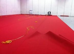 展�[地毯