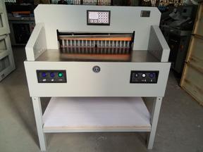 万德牌 WD-7208PX电动程控切纸机 裁切厚度8公分