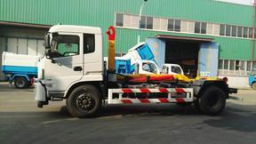 20吨勾臂式垃圾车发动机,取力,带动泵及液压系统工作