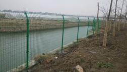 铁丝网围墙