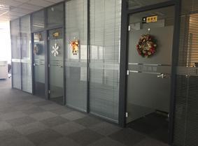 郑州办公室贴膜,透明家具贴膜,木纹膜上门安装