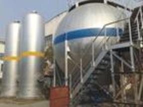 大型工业气体贮罐除锈防腐