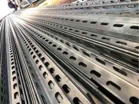 上海镀锌冲孔角钢、镀锌万能角钢、角钢