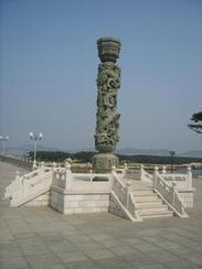 精品石雕盘龙柱、华表、图腾柱,文化柱石雕十二生肖柱