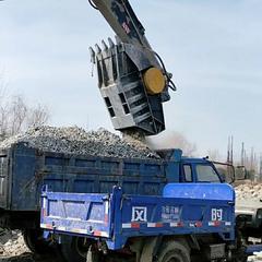 日本武卫达UJ200破碎斗水泥块现场粉碎机