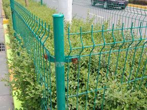 1.8m护栏网 三角折弯护栏网