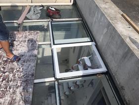 屋顶电动平移天窗