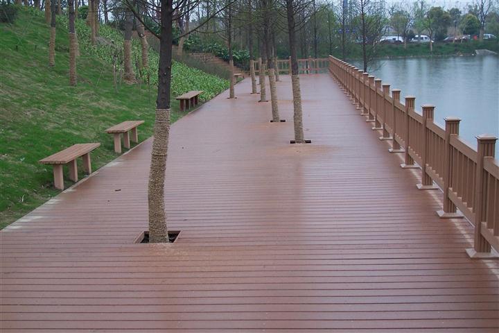 优质低价塑木地板