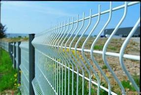 湖北浸塑护栏网三折弯护栏网钢丝围栏网厂家