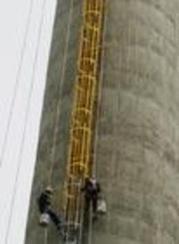 烟囱爬梯改位安装防腐