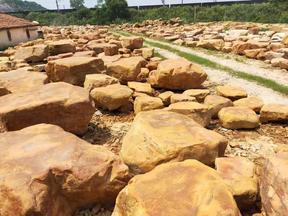 嘉兴黄蜡石出售黄蜡石平台石定做茶桌质优景观石