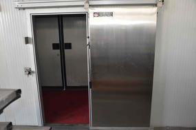 手电动聚氨酯保鲜冷库提升门