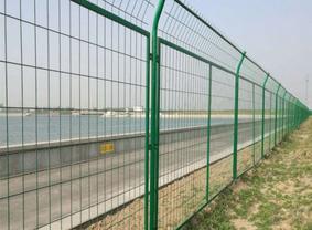 简易铁丝网围栏规格及安装注意事项