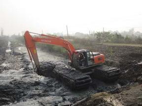 斗山215水陆挖掘机