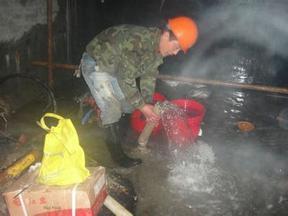 污水池底断裂缝渗漏水注浆防水堵漏维修